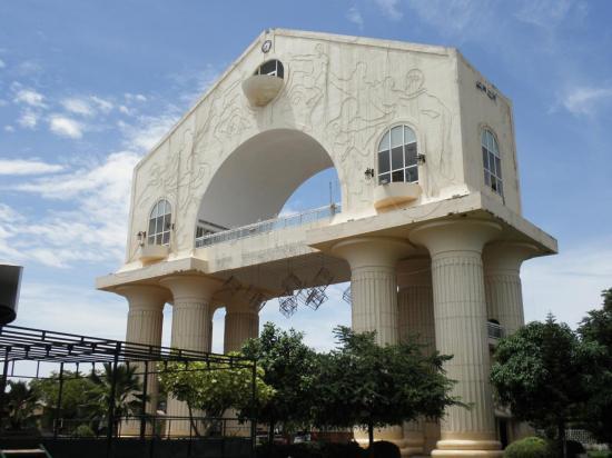 """""""Arche 22"""" à Banjul"""