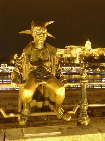 une des nombreuses statues